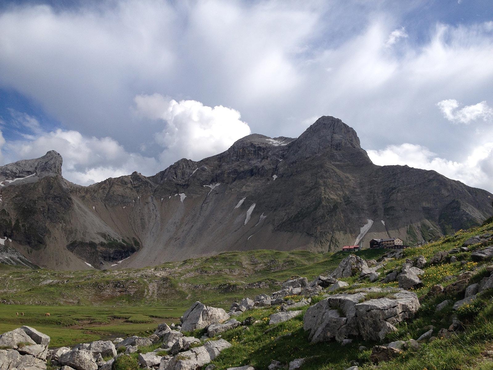 Die Memminger Hütte mit dem Seekopf
