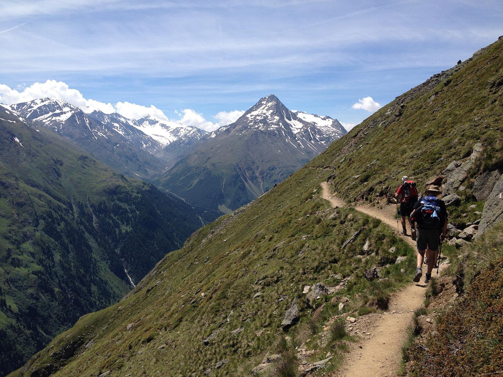 Blick zum Similaun, durch das Tal in der Mitte geht der Aufstieg zur Martin-Busch-Hütte