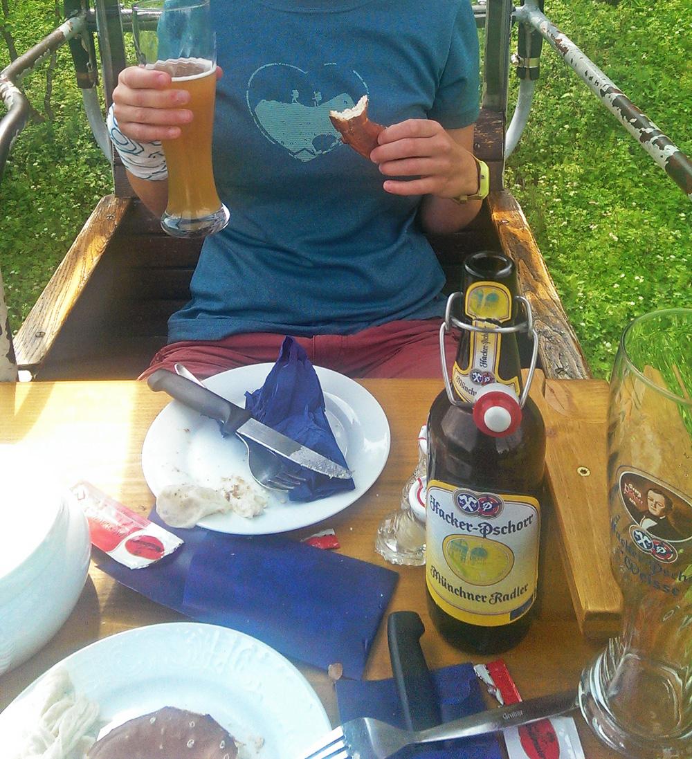 Weisswurstfrühstück in der Seilbahn