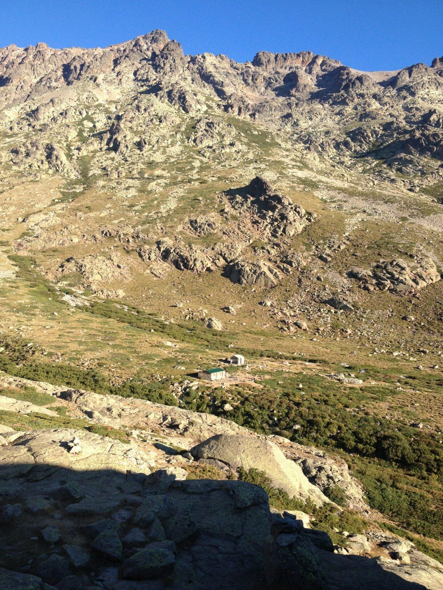 Die Ercu-Hütte und der Monte Cinto