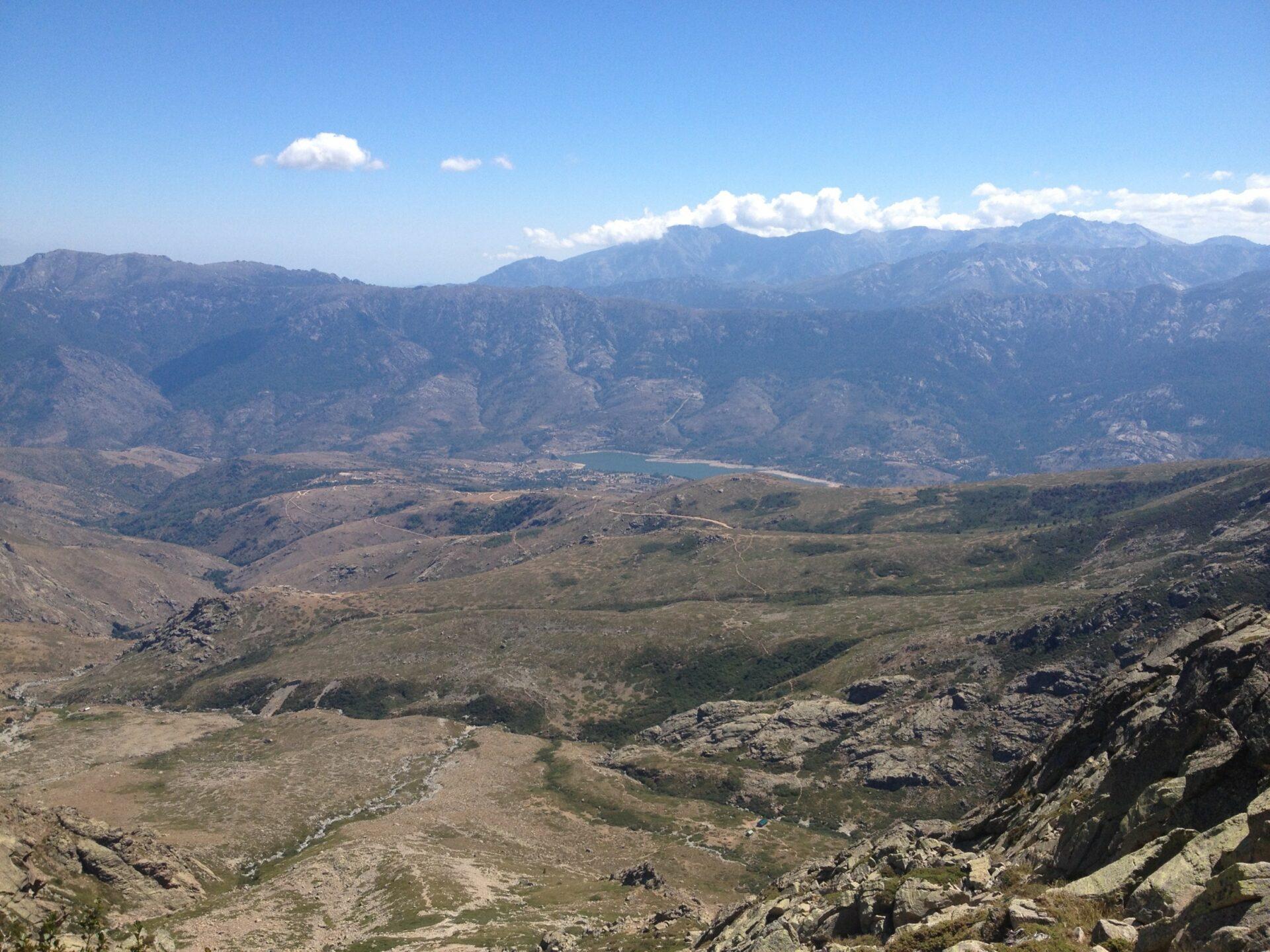 Blick nach Calacucca und den Stausee