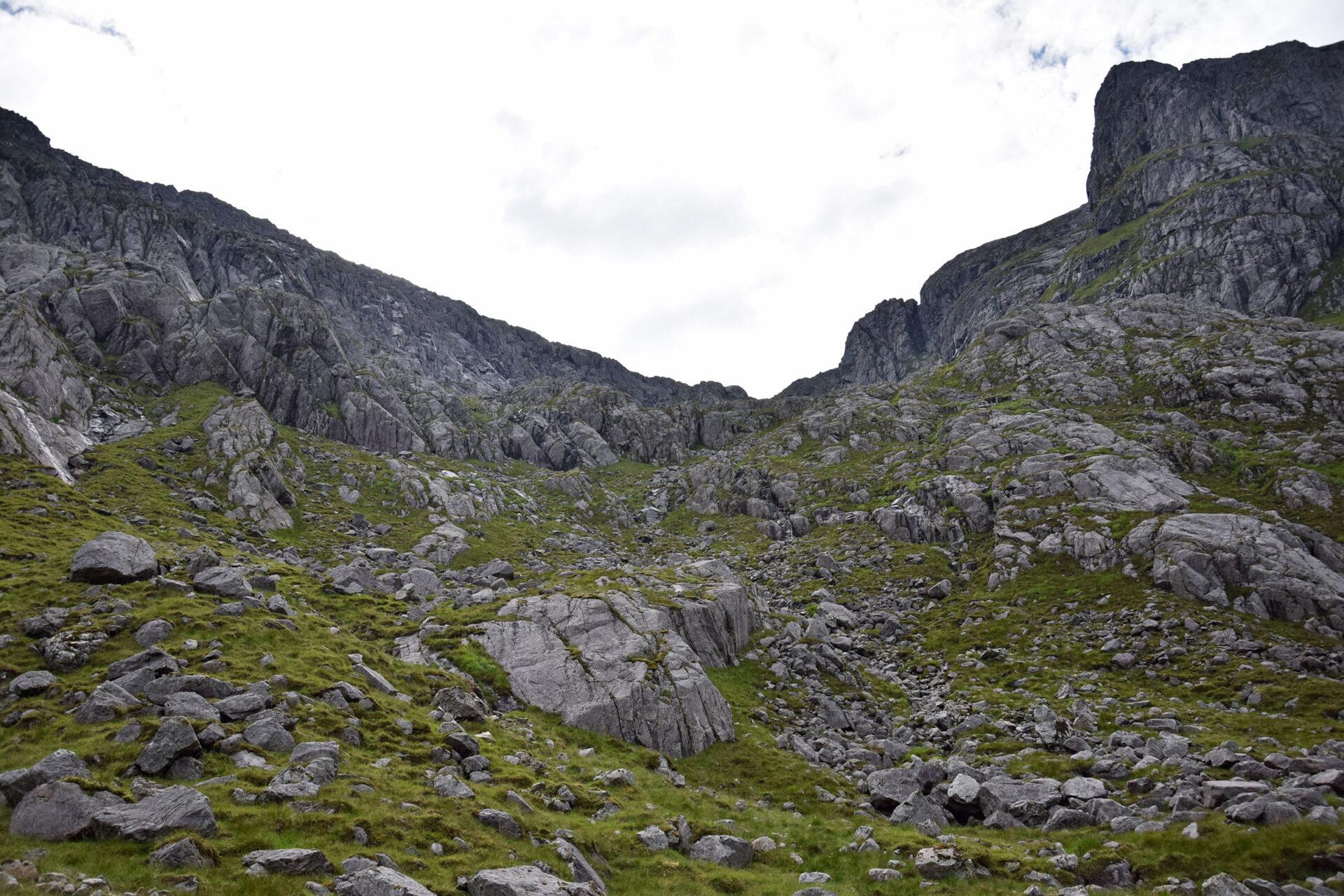 22 Abstieg rechts der Gipfel