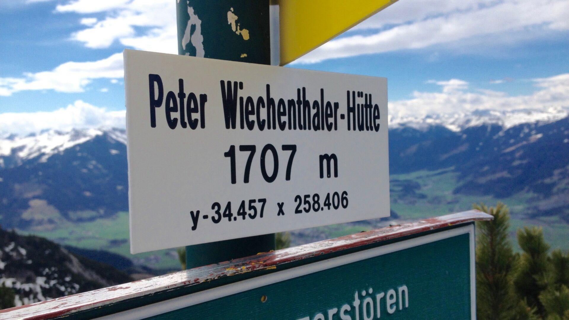 An der Peter-Wiechenthaler-Hütte