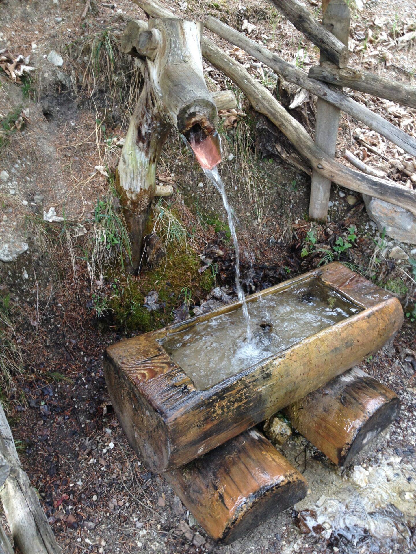 Brunnen beim Abstieg