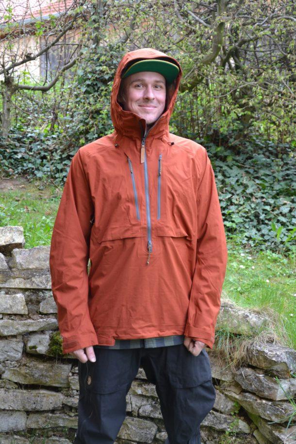 Die Drei-Lagen-Jacke sorgt beim Trekking oder auf Skitour für Spass im Sauwetter.