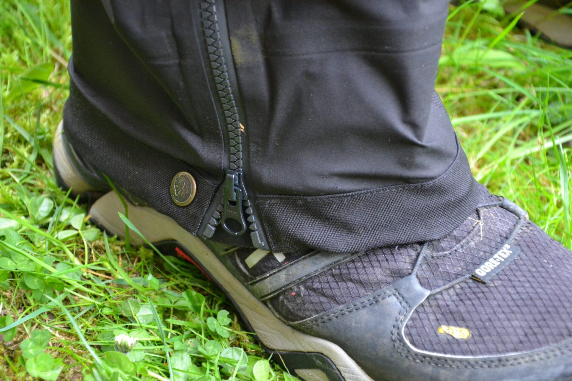 Reißverschluss und Beinabschluss als Gamasche.