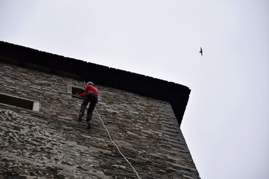 Abseilen von der Burg