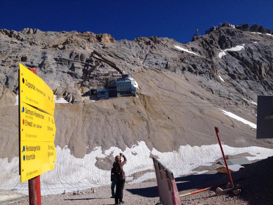 Blick vom Sonn Alpin zurück zur Zugspitze