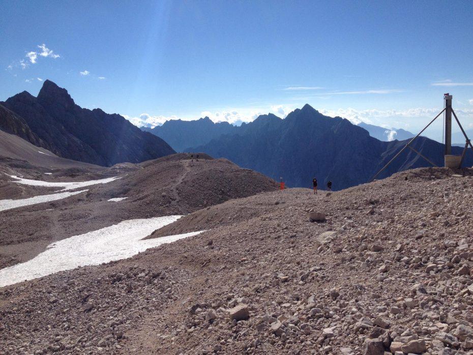 Abstieg Letzte Schneereste beim Abstieg zur Knorr-Hütte Knorr-Hütte
