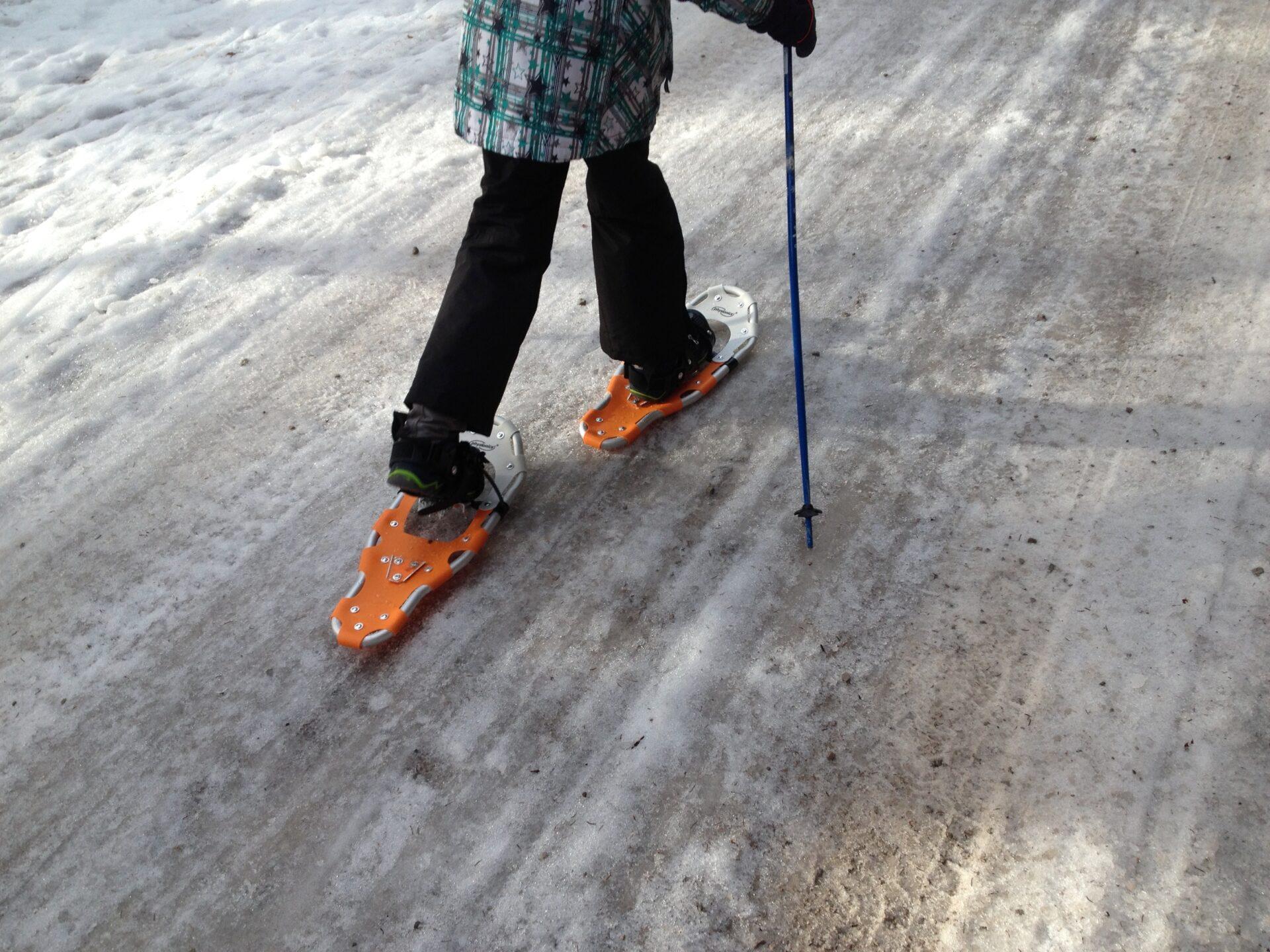 Schneeschuhe helfen auch über Eisplatten