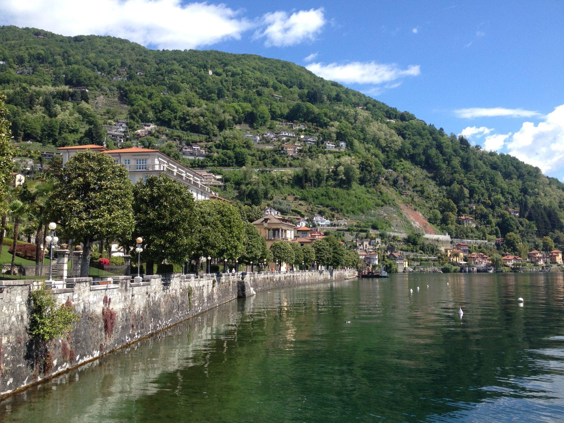Cannera Riviera: Der Weg geht über den Bergrücken rechts