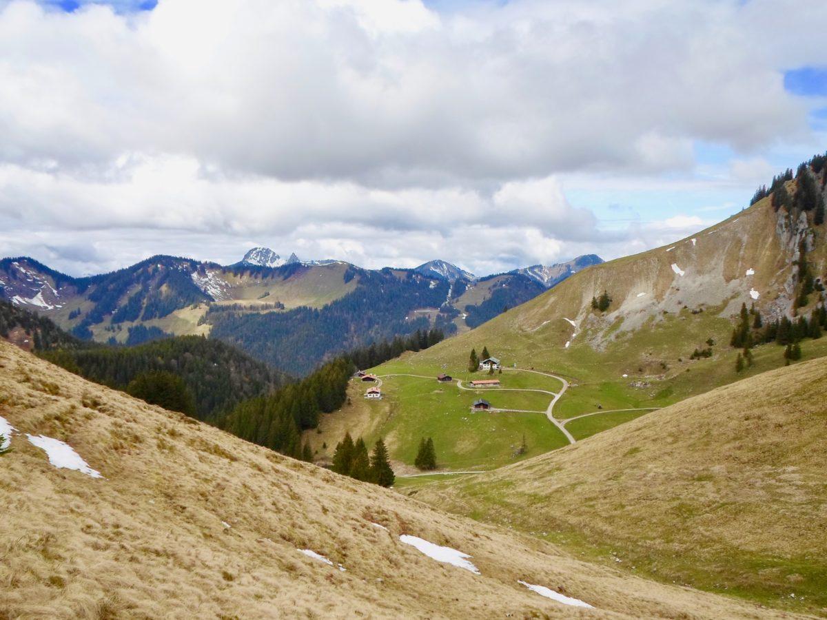 Blick zurück zur Schönfeldhütte und zum Blankenstein