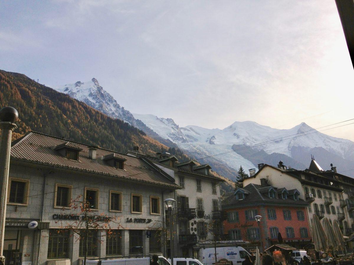 Chamonix: Blick aus der Ortsmitte in Richtung Aiguille Midi
