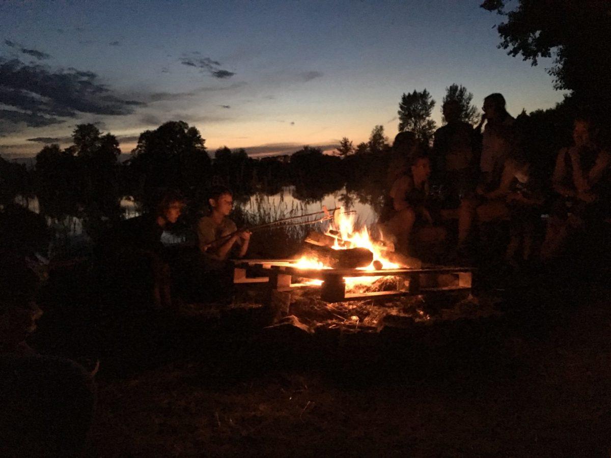 Stockbrot am Lagerfeuer: Einfach zu machen und immer ein Erlebnis