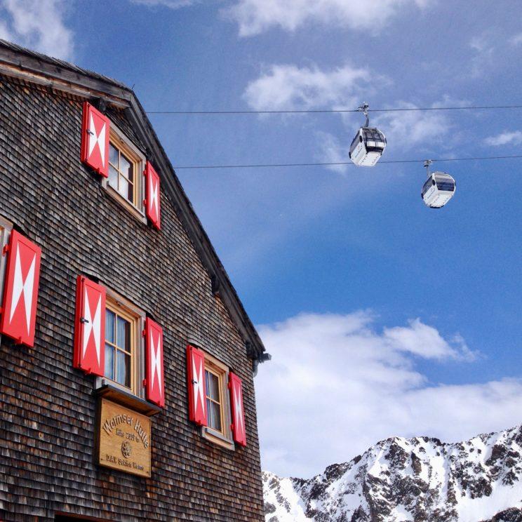 Die Wormser Hütte - urige Übernachtungs- und Einkehrmöglichkeit mitten im Skigebiet