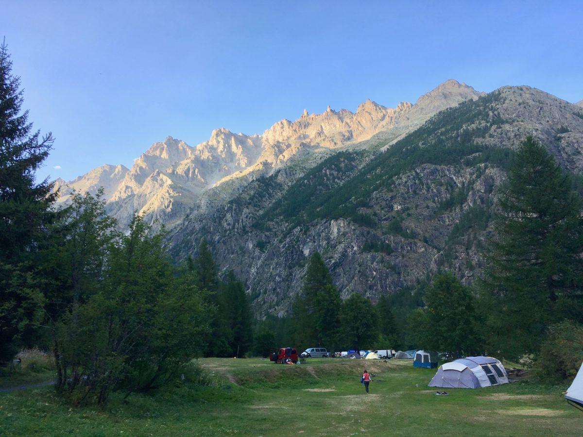 Der Campingplatz im letzten Sonnenlicht