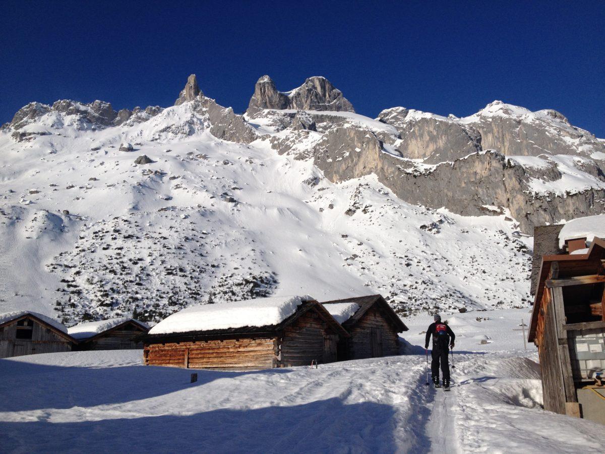 Obere Spora Alpe, im Hintergrund die Drei Türme
