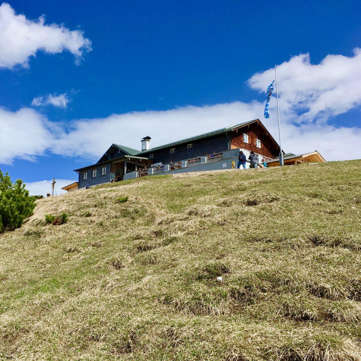 Das Wankhaus thront am Gipfel des Wank oberhalb der Seilbahnstation