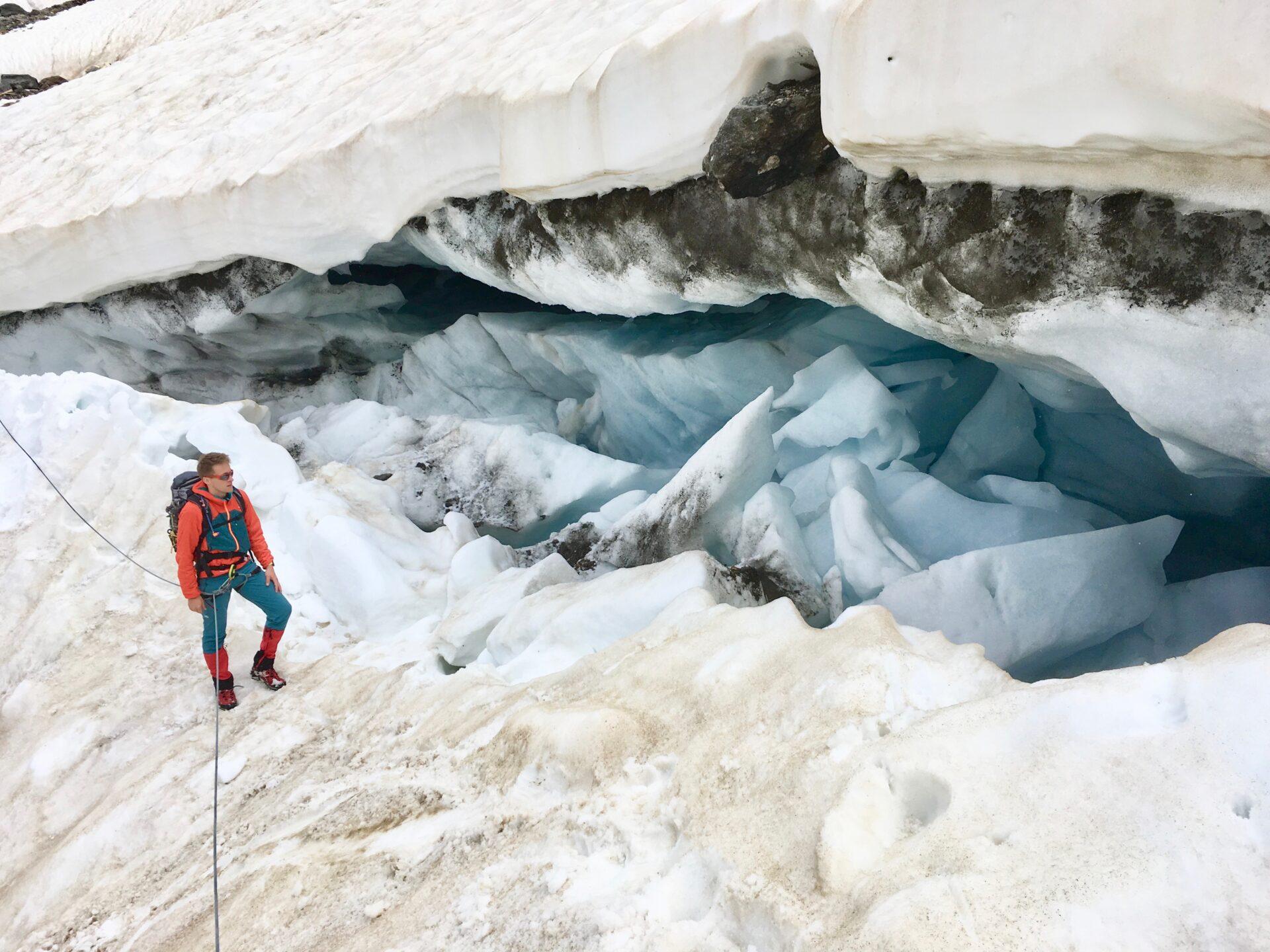 Gregor (jaeger-der-berge.de) vor der Gletscherspalte