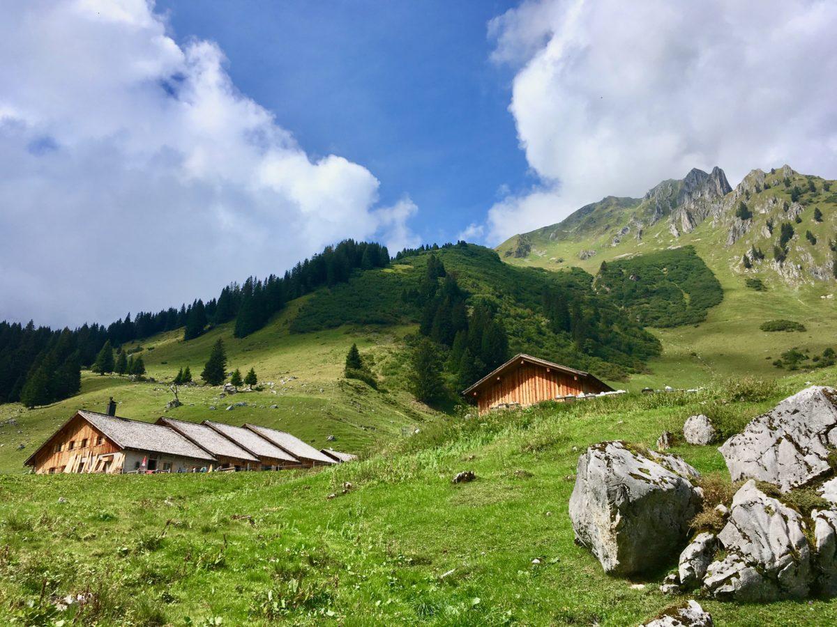 Die Untere Sporaalpe beim Aufstieg zur Lindauer Hütte