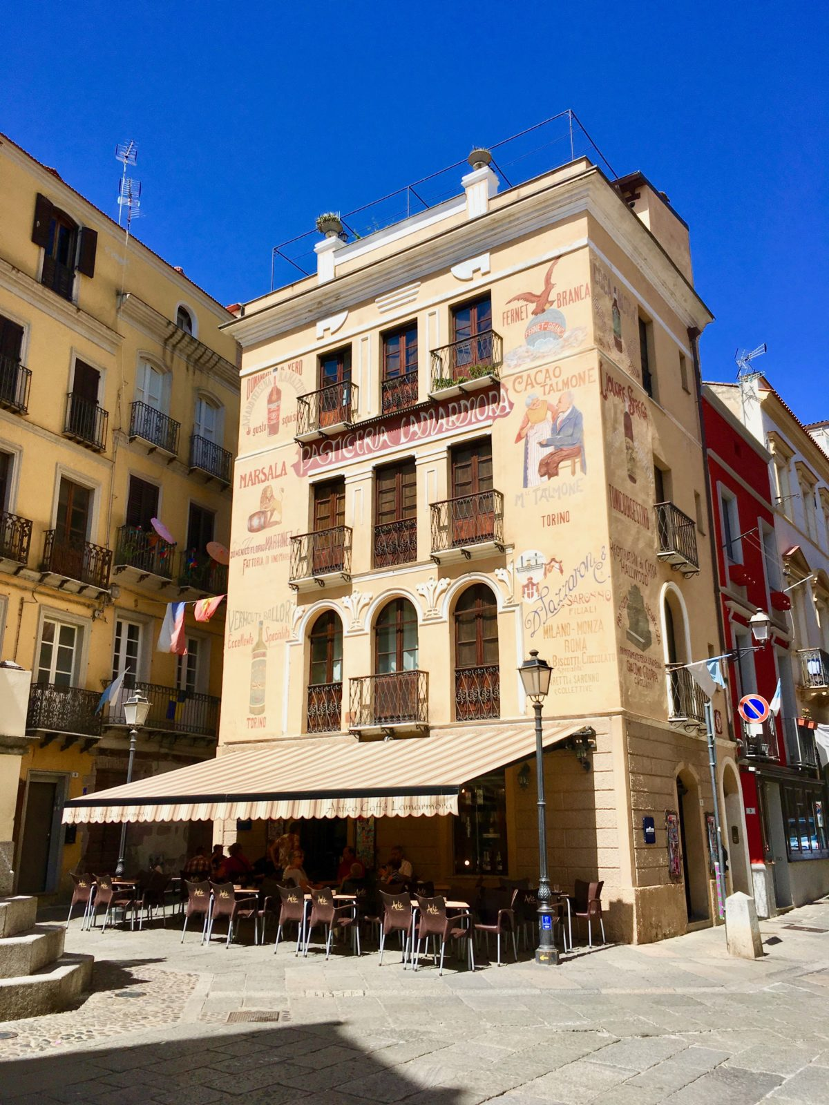 Café in der Altstadt von Iglesias