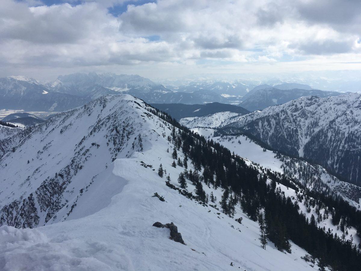 Blick zurück zum Steilner Joch, im Hintergrund der Zahme und der Wilde Kaise