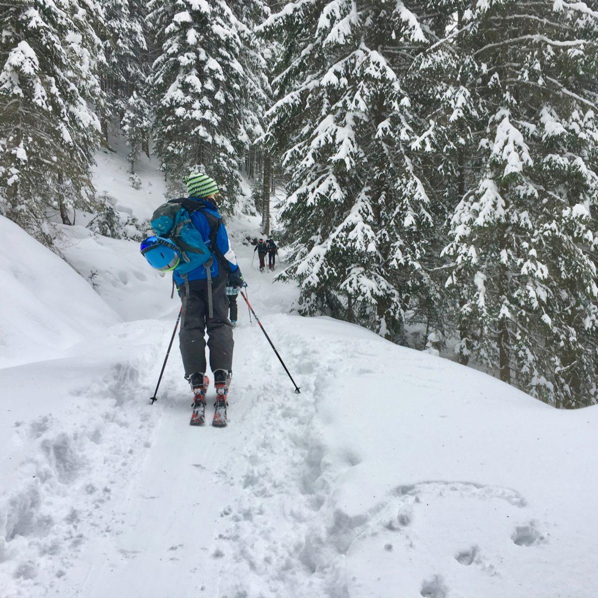 Auch Verschnaufen muss sein… beim Aufstieg am Ronachkopf, einer ehemaligen Skipiste, die heute für die Tourengeher präpariert wird.