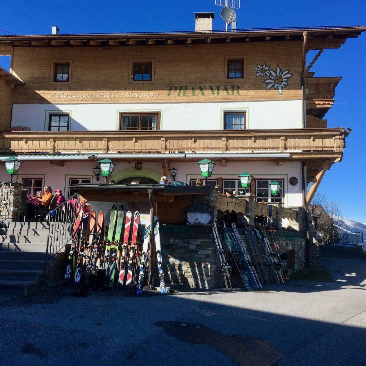 Skidepot der anderen Art - am Alpengasthof Praxmar