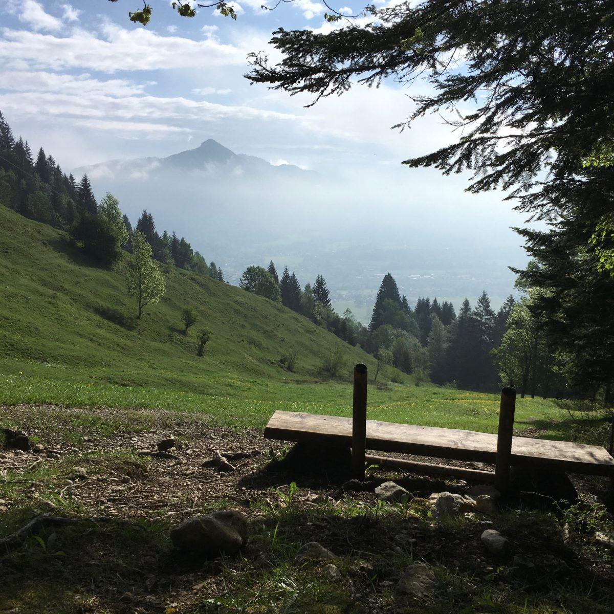 Blick zurück ins Tal beim Aufstieg zum Brauneck