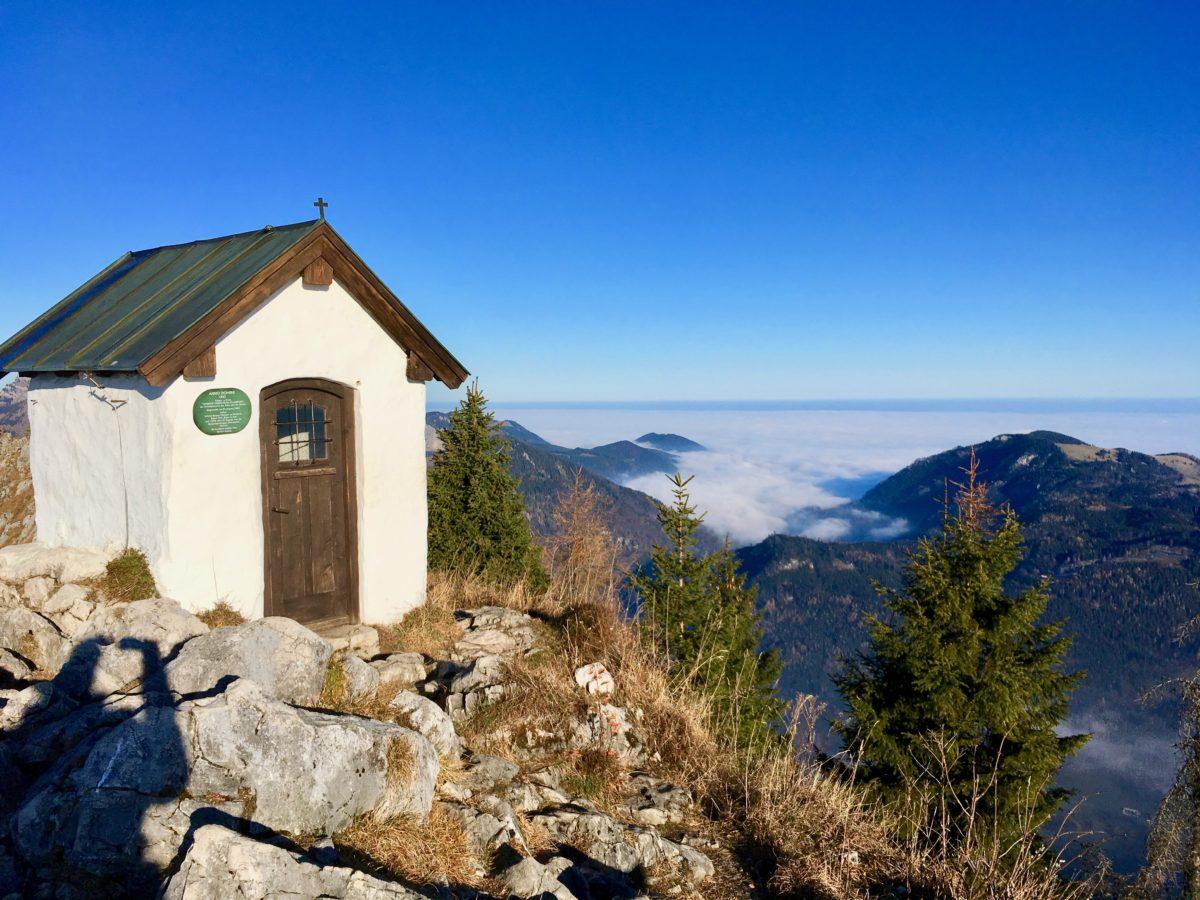 Die Kapelle am Brünnstein-Gipfel