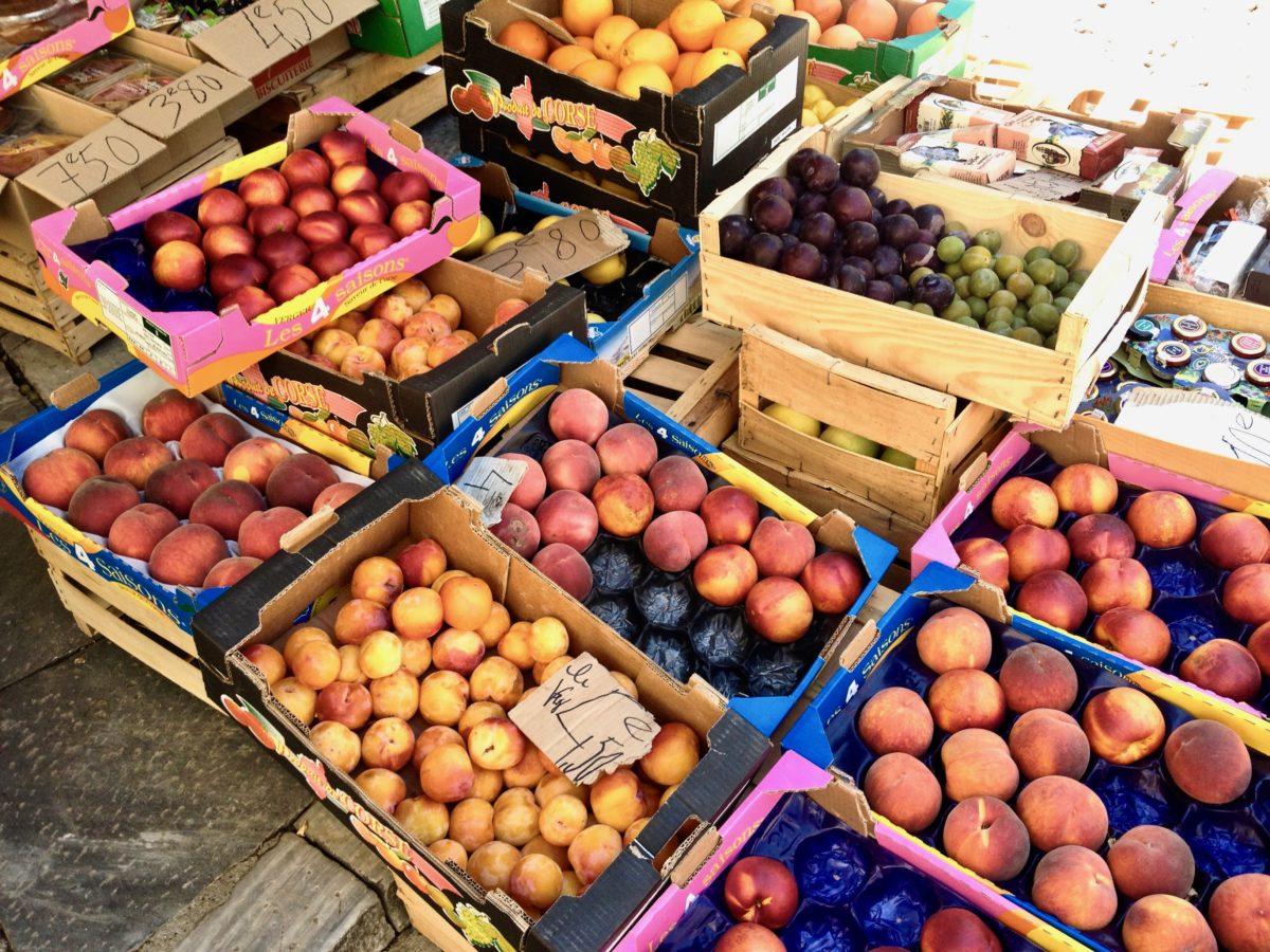 Früchte in einem kleinen Laden in Corte