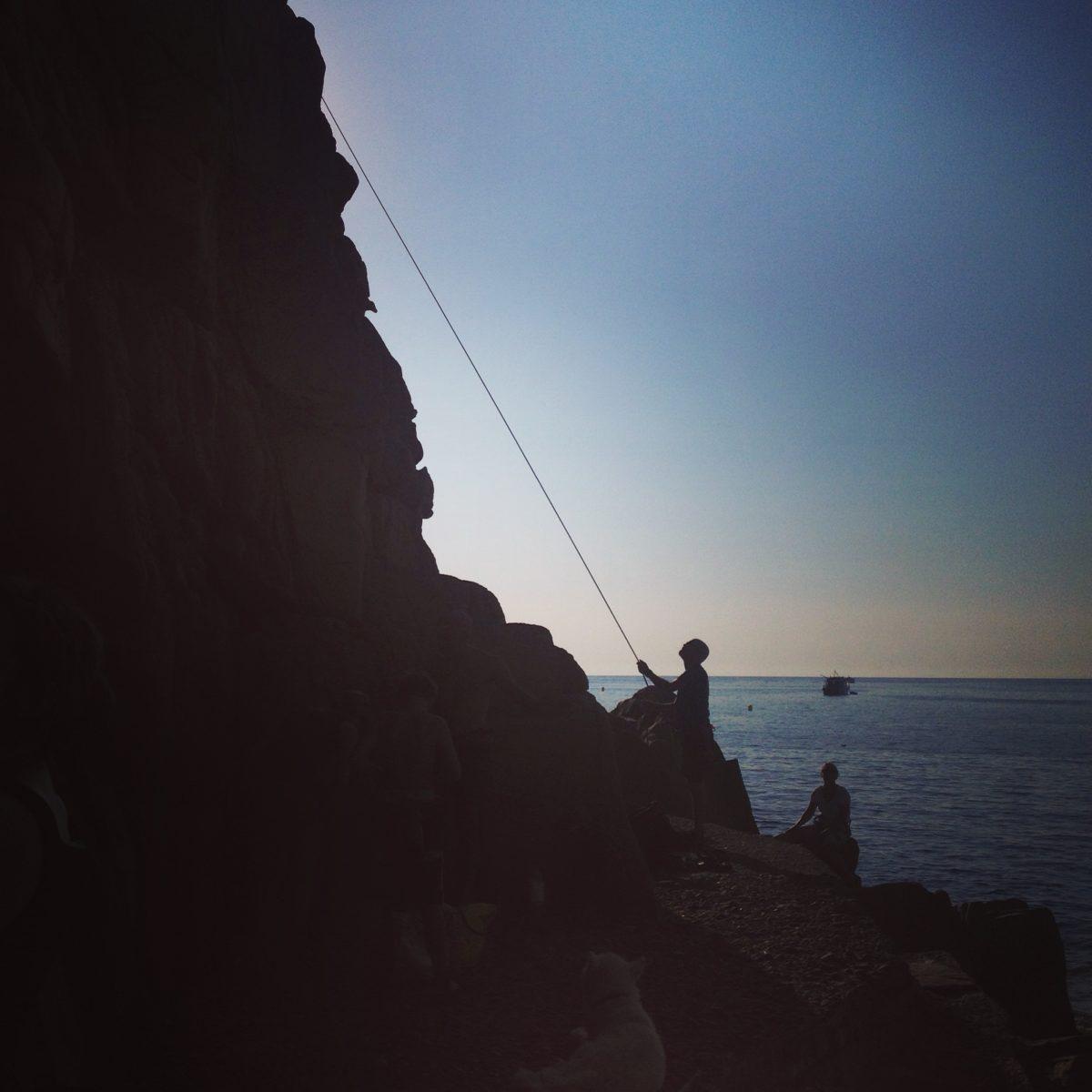 Klettern und Baden am Strand von Porto