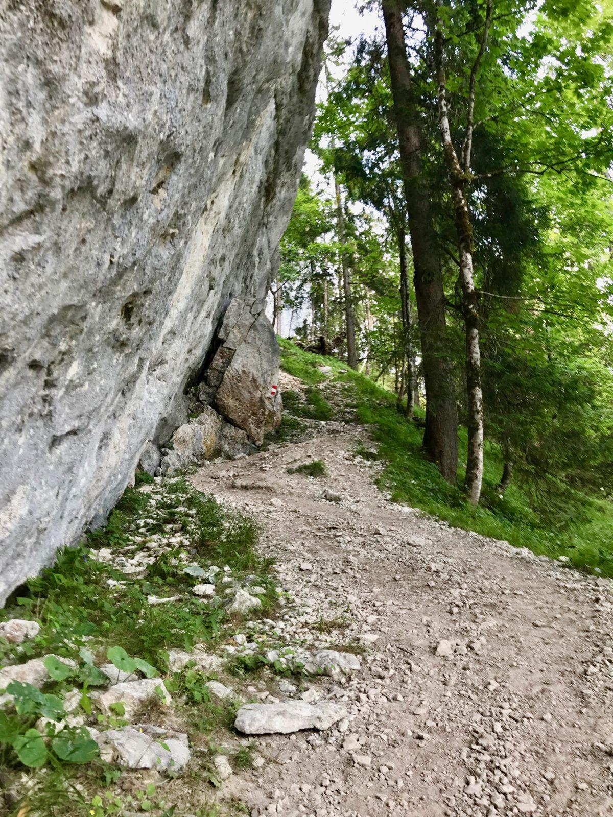 Am Felsen entlang…
