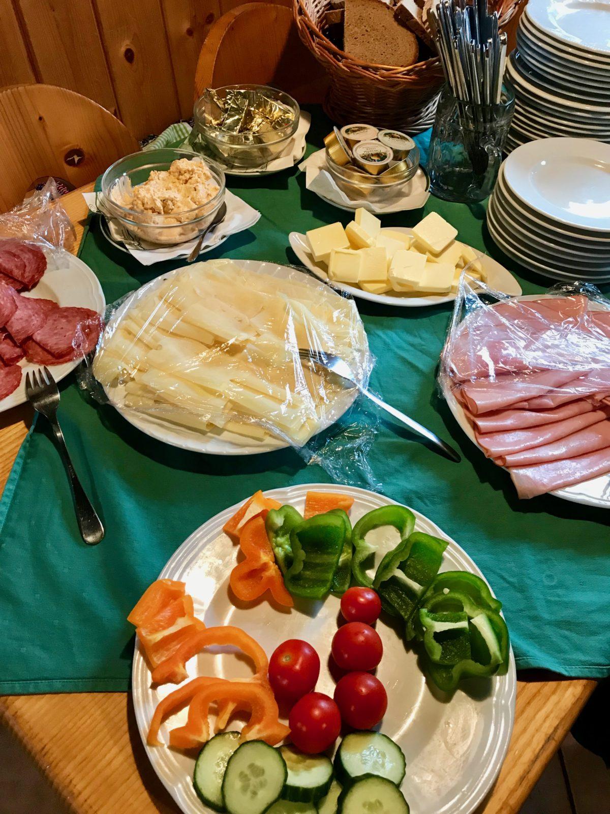 Frühstücksbuffet auf der Hesshütte