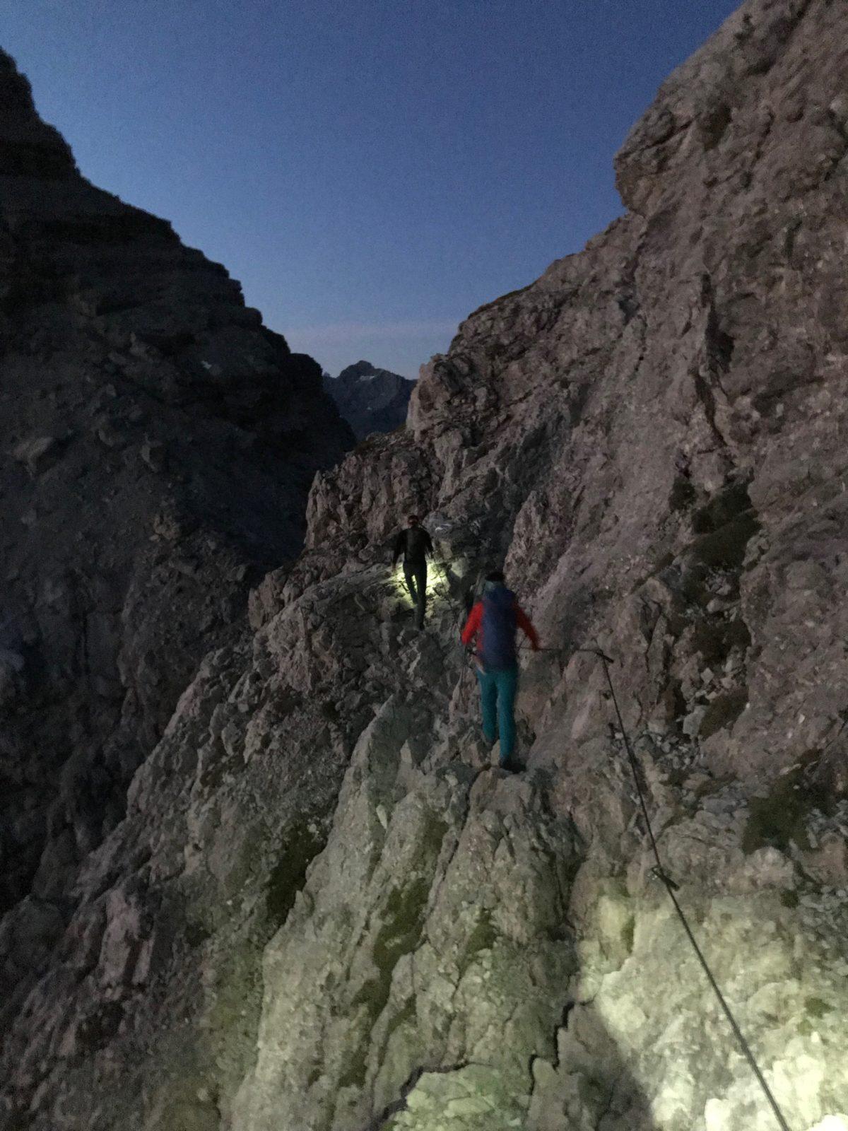 Über den leichten Klettersteig an der Kreuzspitze geht es auf den Hochvogel