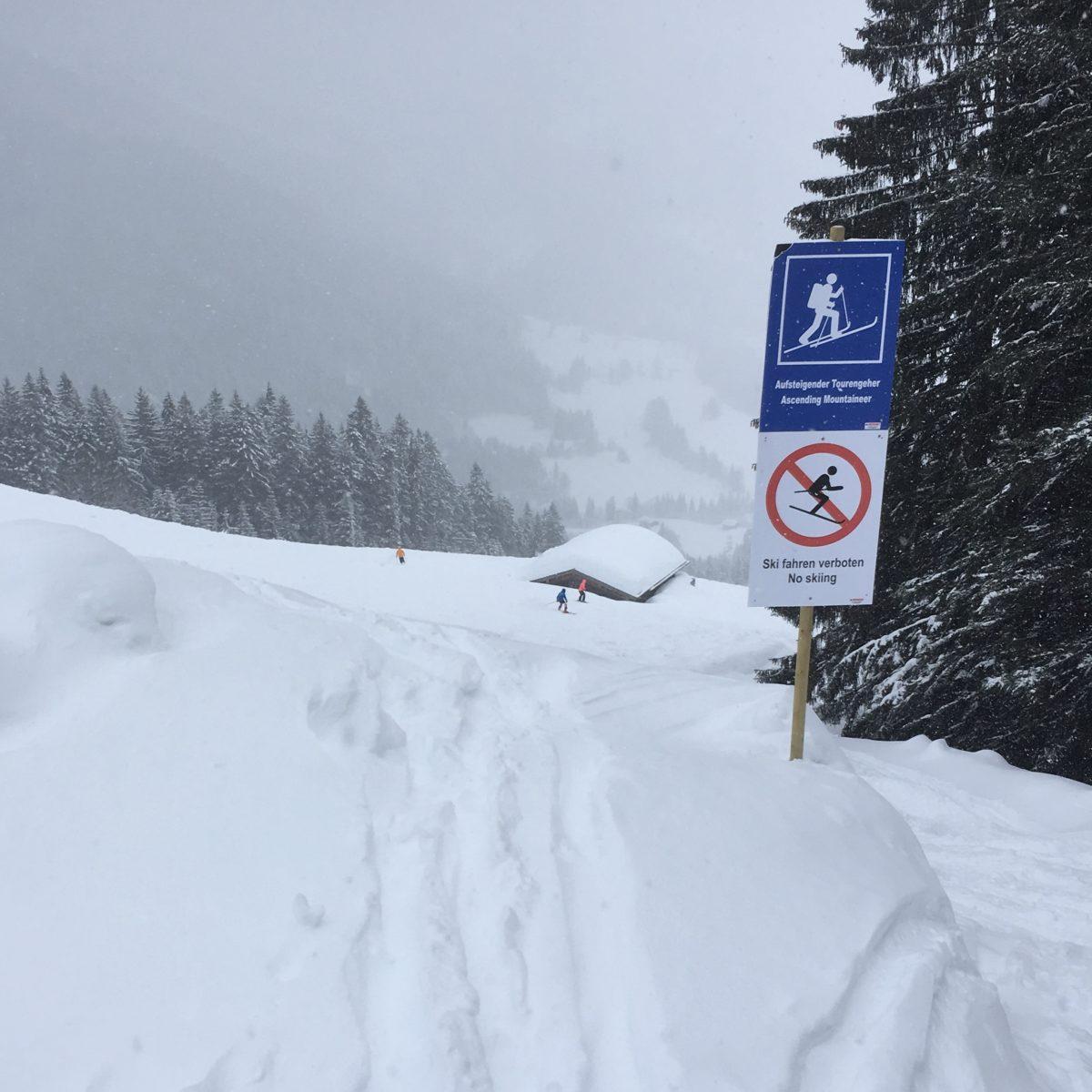 Freie Fahrt für Skitourengeher - Aufstiegsspur im Skigebiet Unken-Heutal